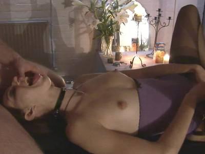 Heiße Amateur Nutte beim BDSM Spielen