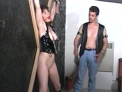 Beim BDSM Sex wird die sexy Hobbyhure richtig geil gefoltert