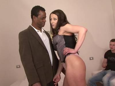 Analsex mit der Freundin des Cockold